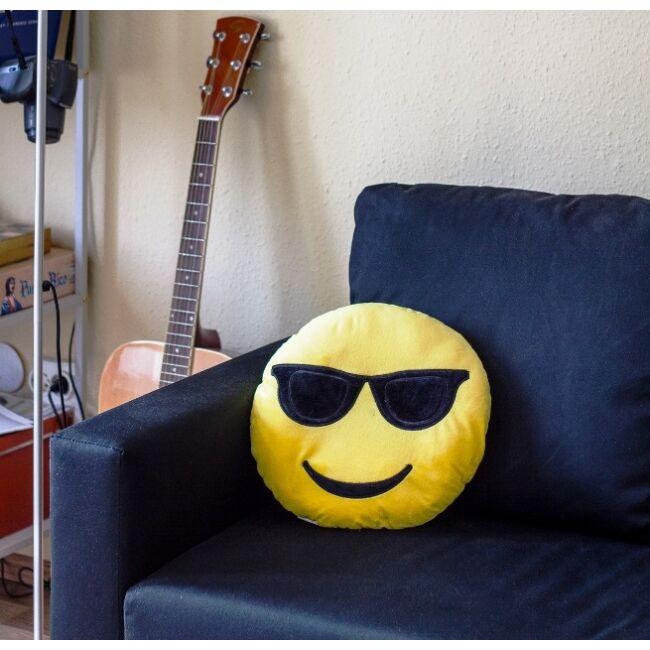 Napszemcsis Emoji párna 8-)