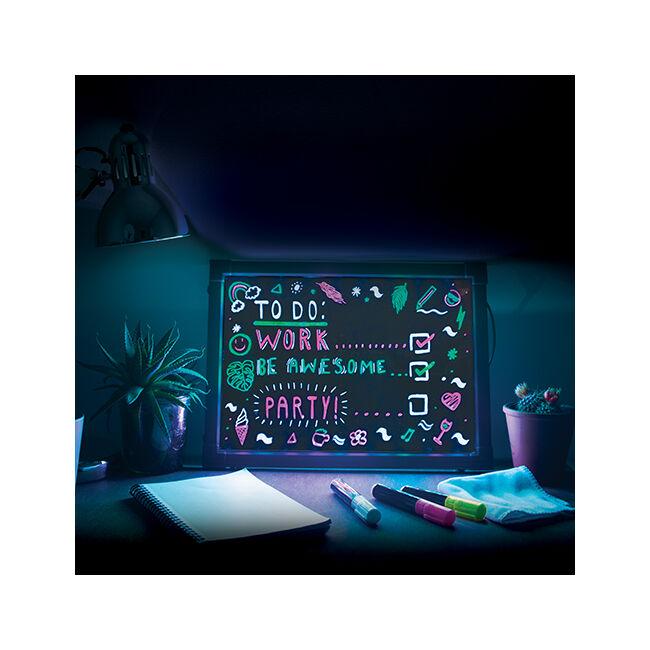 Neon hatású LED üzenőtábla - nagy méretben