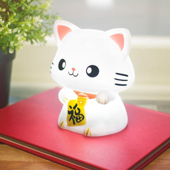 Maneki Neko világító szerencsehozó integető cica