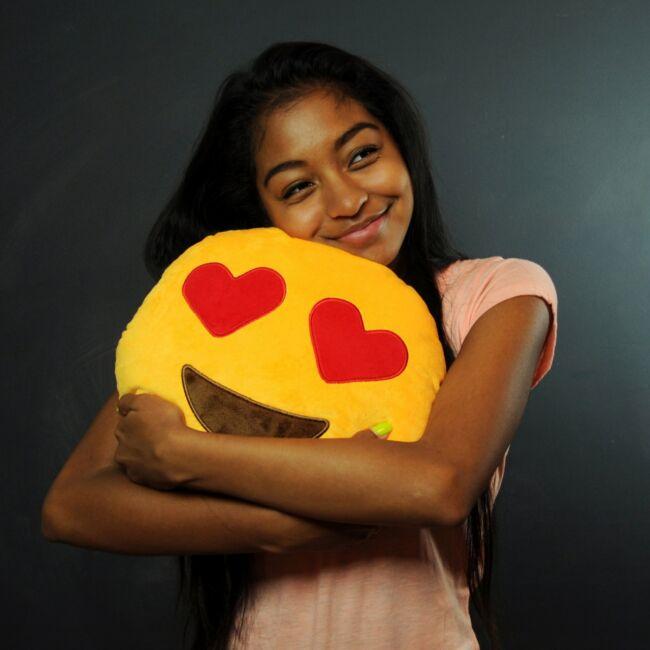 Emoji párna (szív szemű)