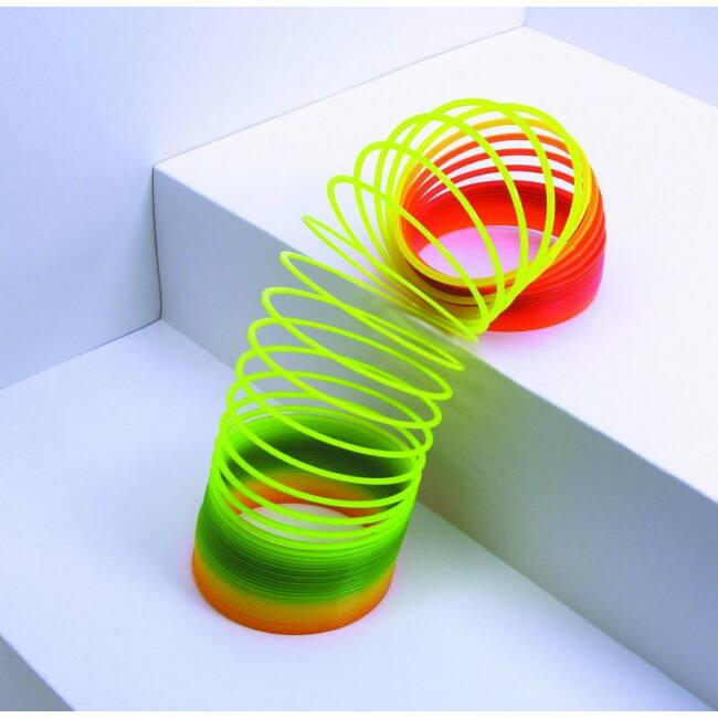 Slinky lépcsőn lépegető rugó - szivárvány színű
