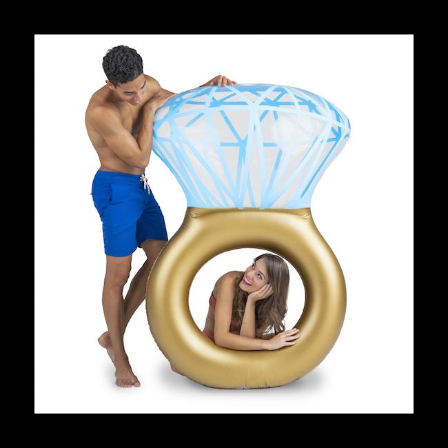 Óriási gyémánt gyűrű úszógumi