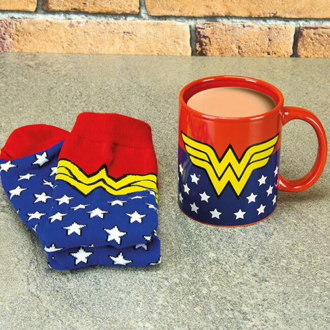 Wonder Woman bögre és zokni szett