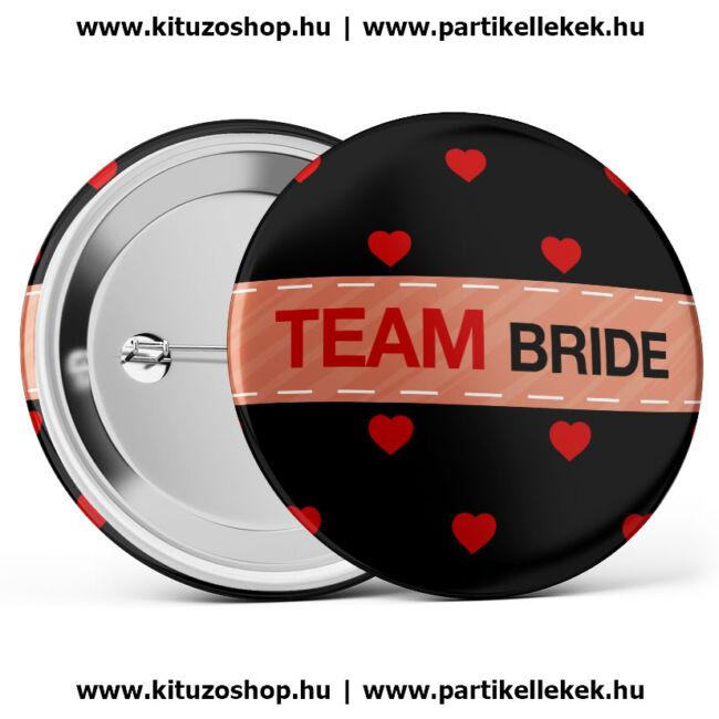 Team Bride szívecskés kitűző lánybúcsúra