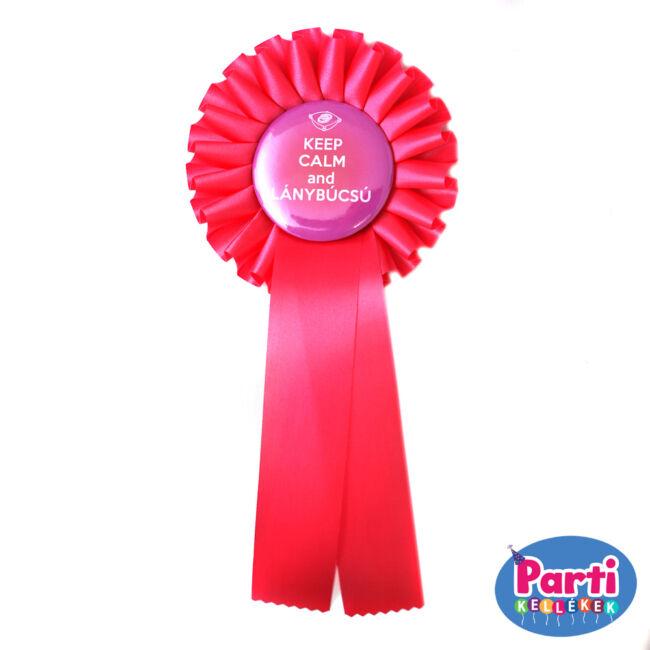 Keep calm and lánybúcsú kitűző szalaggal (rózsaszín)