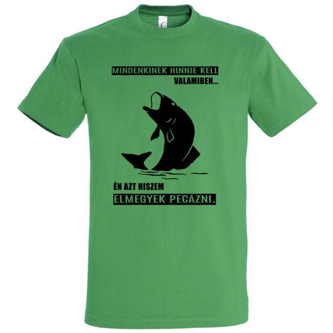 Mindenkinek hinnie kell valamiben horgász póló kelly green