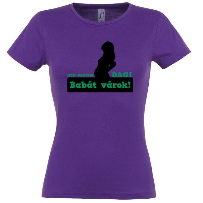 Nem vagyok dagi, babát várok mintás női póló sötétlila színben